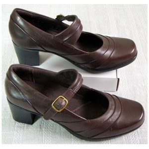 Clarks 8.5M Bendables Brown Mary Jane Heels Pumps